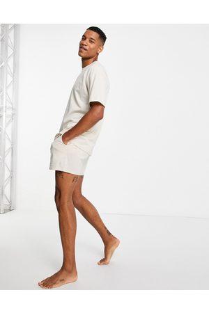 New Look Homem Conforto - Lounge oversized short & t-shirt set in off white