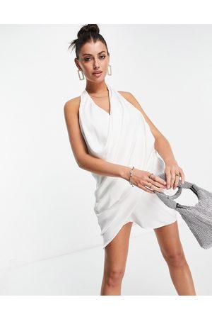 ASOS Senhora Vestidos de Festa - Halter satin ruched scoop mini dress in ivory-White