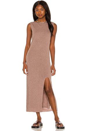 Weekend Stories Senhora Vestidos de Malha - Noah Knit Dress in - Taupe. Size L (also in M, S, XL, XS, XXS).