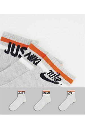 Nike Homem Meias - Everyday Essential Socks in grey
