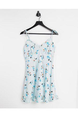 Miss Selfridge Frill edge floral cami mini-Blue