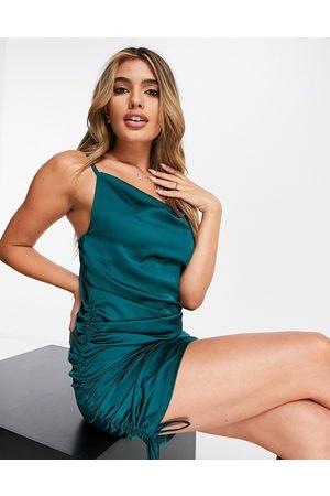 Rebellious Fashion Senhora Vestidos de Festa - Satin cowl front ruched side mini dress in emerald green