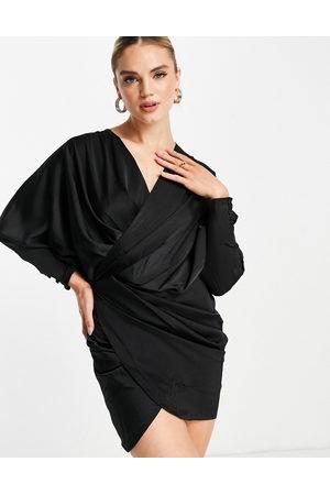 ASOS DESIGN Senhora Vestidos de Festa - Plunge drape detail mini dress with batwing sleeve in black
