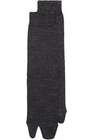 Maison Margiela Senhora Meias - Tabi-toe ribbed-knit socks