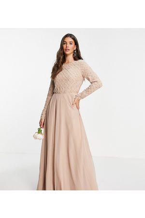 ASOS Senhora Vestidos de Festa - ASOS DESIGN Tall Bridesmaid maxi dress with long sleeve in pearl and beaded embellishment with tulle skirt-Pink