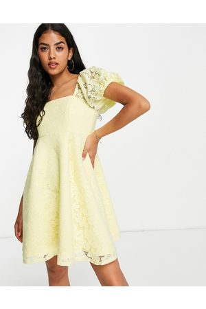 Miss Selfridge Senhora Vestidos de Festa - Lace puff sleeve mini dress in yellow