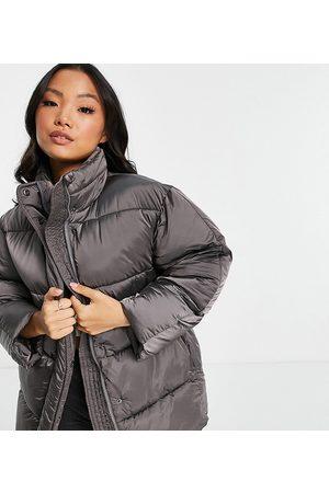 ASOS Petite Senhora Casacos - ASOS DESIGN Petite luxe shiny oversized puffer jacket in charcoal-Grey