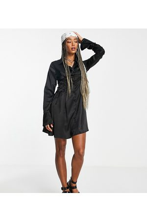 Reclaimed Mulher Vestidos Casual - Inspired shirt dress in satin with tie waist detail in black-Blue