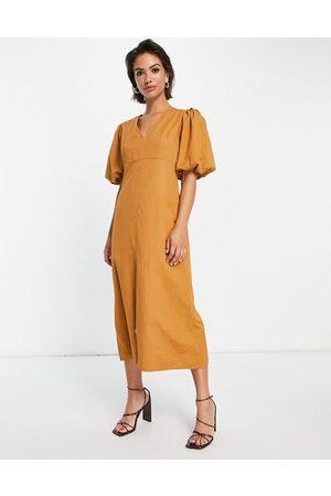 Pretty Lavish Mulher Vestidos de Festa - Puff sleeve split midi dress in brown-Green