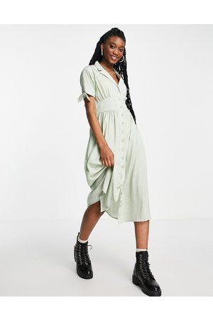 Wednesday's Girl Mulher Vestidos Casual - Midi tea shirt dress in sage spot-Green