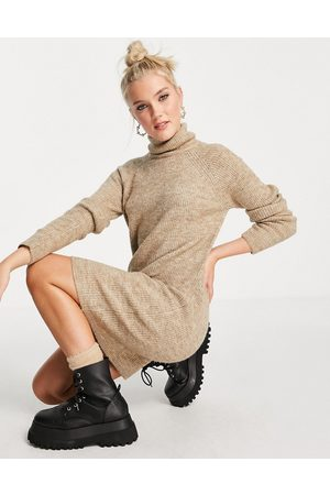 Pieces Mulher Vestidos Casual - Roll neck recycled blend knitted midi dress in camel-Neutral