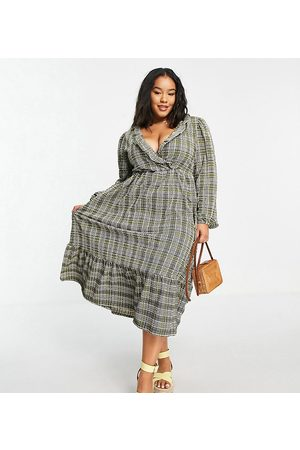 ASOS Mulher Vestidos Casual - ASOS DESIGN Curve midi smock dress with frill neck and tiered hem in grey and green check print