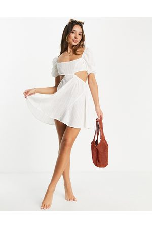 Fashion Union Mulher Vestidos Casual - Exclusive cut out mini beach dress with puff sleeves in white broderie