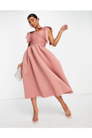 ASOS Mulher Vestidos de Festa - Shirred bunny tie prom midi dress in rose-Pink