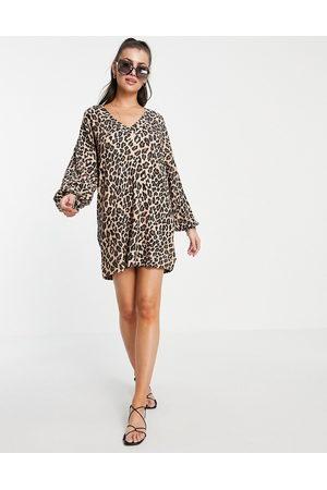 ASOS Mulher Vestidos Casual - Oversized v neck long sleeve dress in leopard print-Brown