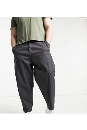 ASOS Homem Calças Chino - Oversized tapered chino trousers in charcoal-Grey