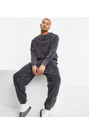 ASOS Homem Joggers - Relaxed jogger in charcoal wash with logo-Grey