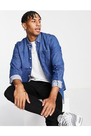 New Look Homem Ganga - Long sleeve denim shirt in mid blue