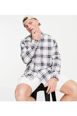 ASOS Homem Casual - 90s oversized check shirt in white and pink