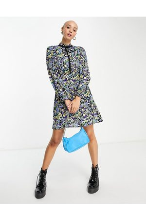 New Look Mulher Vestidos Casual - Tie neck mini smock dress in blue ditsy floral