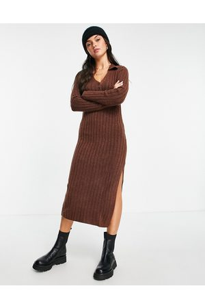 ASOS Mulher Vestidos Casual - Knitted midi dress with collar and button front in rust-Brown