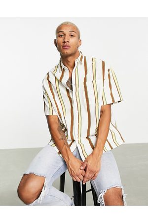 ASOS Homem Casual - Boxy oversized shirt in linen look ecru and brown stripe-Neutral