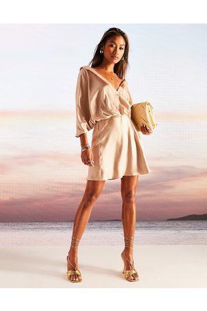 ASOS Mulher Vestidos de Festa - Drape fallen shoulder satin mini dress with button through detail in beige-Neutral