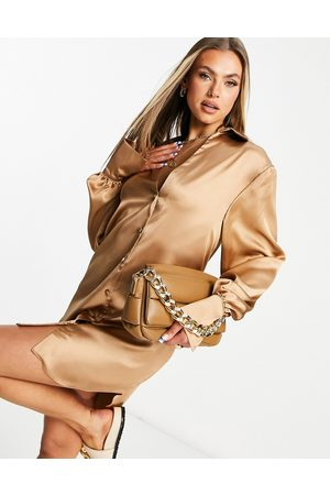 ASOS Mulher Vestidos Casual - Slouchy satin plunge shirt mini dress in camel-Brown