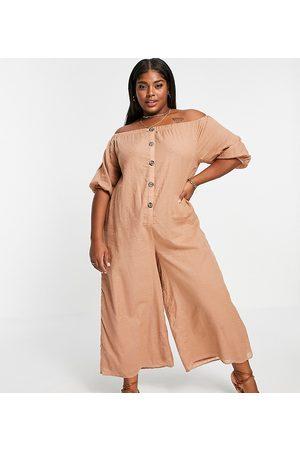 ASOS Mulher Macacões Curtos - ASOS DESIGN curve off shoulder button front dobby jumpsuit in sand-Brown
