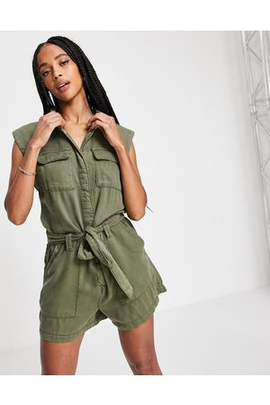 ONLY Sleeveless utility playsuit in khaki-Green