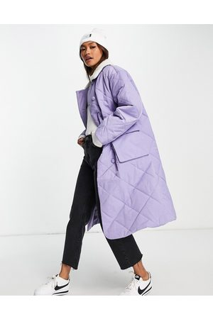 Annorlunda Mid length quilted coat with contrast borg collar-Purple