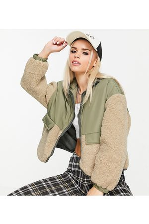 ONLY Mulher Casacos - Contrast borg bomber jacket in khaki-Green