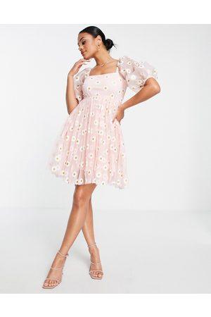 Lace & Beads Mulher Vestidos de Festa - Tulle mini smock dress in pink daisy print
