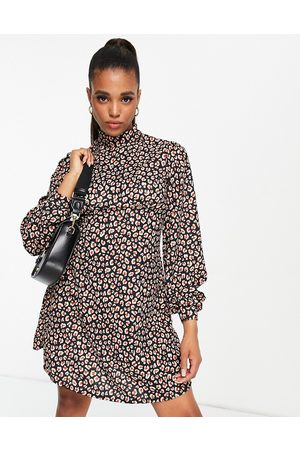 ASOS Mulher Vestidos Casual - High neck mini dress in black and red leopard print