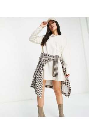 Missguided Oversized sweater mini dress in beige-Neutral