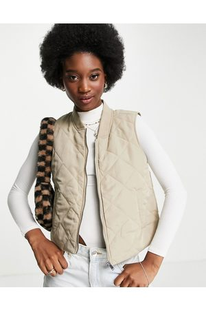 JDY Mulher Coletes - Collar detail quilted gilet in stone-Neutral