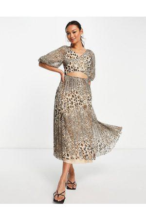 ASOS DESIGN Mulher Vestidos de Festa - Wrap around pleated midi dress in animal print-Multi