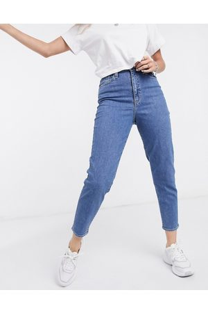 Levi's Mulher Tapered - Levi's high waisted tapered jeans in mid-stone wash-Blue