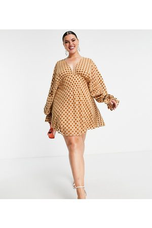 ASOS ASOS DESIGN Curve velvet flocked spot mini with blouson sleeve and elasticated cuff-Brown