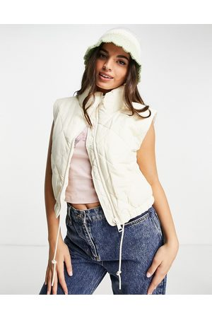 Monki Mulher Coletes - Quilted gilet in beige-Neutral
