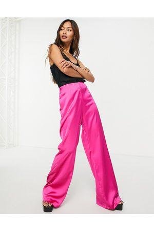 Flounce London Mulher Calças - Satin flare trouser co-ord in fuchsia pink