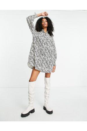 VERO MODA Mulher Vestidos Casual - Aware high neck mini smock dress in animal print-Multi