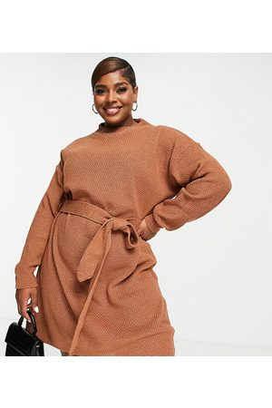 Glamorous Curve Mulher Vestidos Casual - Long sleeve mini jumper dress with tie waist in brown