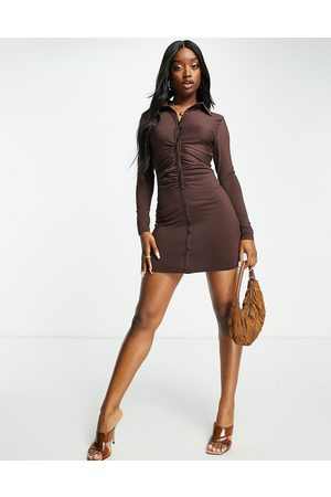 Aria Cove Mulher Vestidos Casual - Recycled button front ruched mini dress in chocolate-Brown