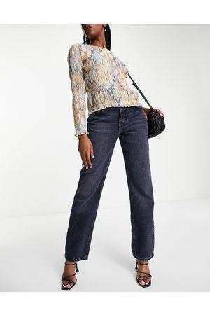 ASOS Low rise straight leg jean in blue black wash