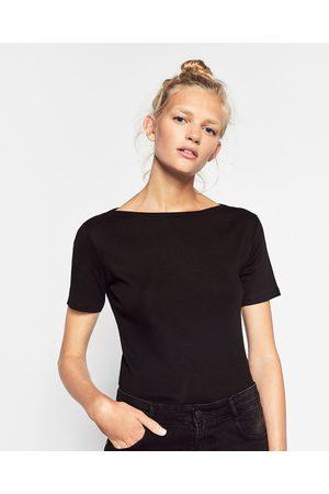 Senhora T-shirts & Manga Curta - Zara T-SHIRT C/ GOLA DE BARCO - Disponível em mais cores